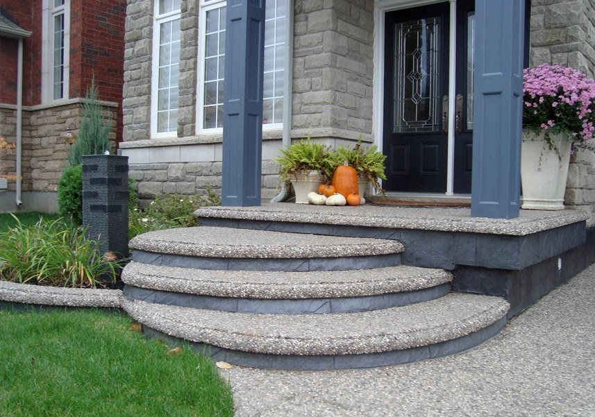 Curved aggregate steps